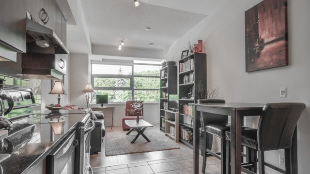601 Kingston Rd Unit 212, Toronto Condo