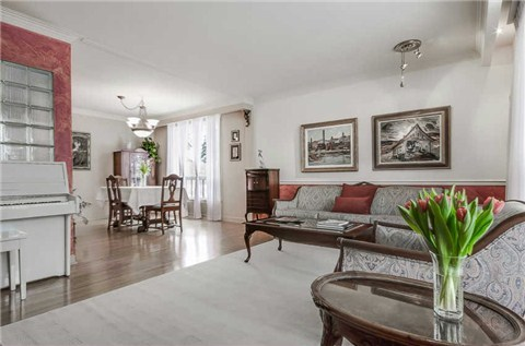 23 Woodvalley Dr, Etobicoke Home