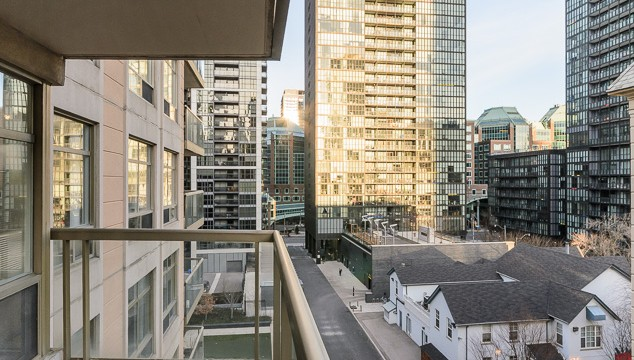 99 Hayden St Unit 810, Toronto Condo for Sale