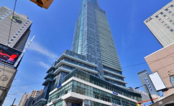 388 Yonge St Unit 6616, Toronto Condo for Sale