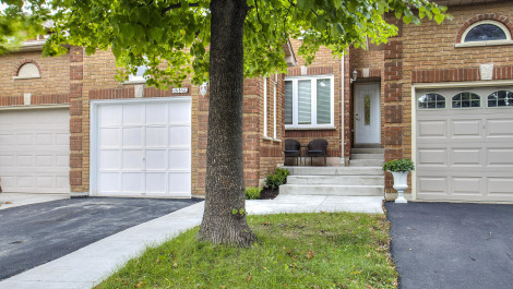 5329 Richborough Drive – Attached Row Townhouse