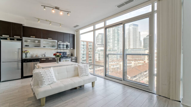 90 Stadium Road Unit 810, Toronto Condo
